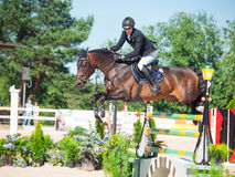 SAINT PETERSBURGO 6 DE JULHO: Rider Kristapas Neretnieks em Karamsin Imagens de Stock Royalty Free
