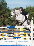 SAINT PETERSBURGO 5 DE JULHO: Rider Maria Khimchenko em Calina no th Foto de Stock Royalty Free