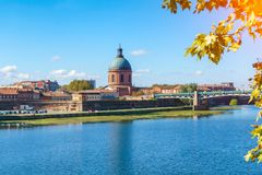 The Saint-Pierre bridge passes over the Garonne and it was completely rebuilt in 1987 in Toulouse Haute-Garonne Midi Pyrenees sout. Hern France Stock Photos