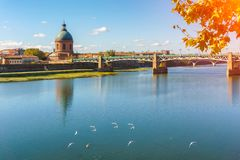 The Saint-Pierre bridge passes over the Garonne and it was completely rebuilt in 1987 in Toulouse Haute-Garonne Midi Pyrenees sout. Hern France Stock Images
