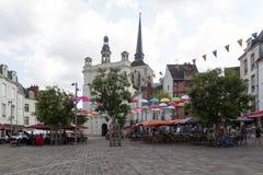 Saint Pierre d'endroit de Saumur avec diner de personnes Images libres de droits