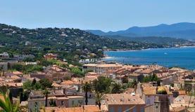 Saint Tropez arkitektur av staden från över Arkivfoton
