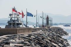 Saint Tropez, Frankreich - 12. Juli 2015: Leuchtturm und Hafen lizenzfreies stockbild
