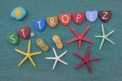 Saint Tropez, ricordo con le pietre multicolori e le stelle marine del cuore immagini stock libere da diritti
