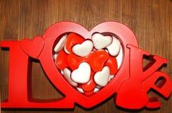 Saint-Valentin - amour et coeur rouges du lettrage I Photographie stock libre de droits