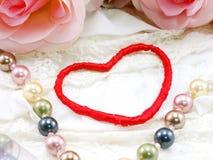 Saint Valentin avec le coeur et le fond rose de fleur Photo libre de droits