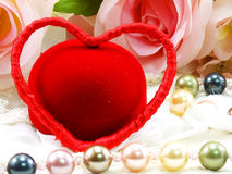 Saint Valentin avec le coeur et le fond rose de fleur Images libres de droits