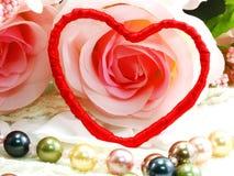 Saint Valentin avec le coeur et le fond rose de fleur Photographie stock libre de droits