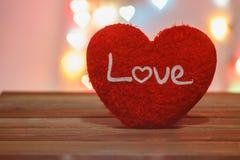 Saint Valentin avec le coeur rouge Image libre de droits