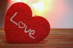 Saint Valentin avec le coeur rouge Photos stock