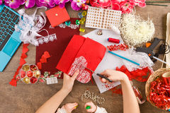 Saint-Valentin de jouets avec leurs propres mains, vue supérieure Photo stock