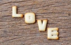 Saint-Valentin, mot d'AMOUR composé de avec lettres de biscuits Image stock