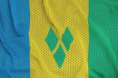 Saint Vincent och Grenadinerna flagga som skrivs ut på en polyesternyl royaltyfri illustrationer