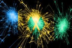 Saint Vincent och Grenadinerna fyrverkerier som mousserar flaggan Nytt år, jul och begrepp för nationell dag vektor illustrationer