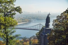 Saint Volodymyr Hill e rio de Dnieper, Kiev foto de stock royalty free