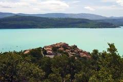 Sainte Croix Du Verdon silhouetted against the cerulean Blue lake Stock Image