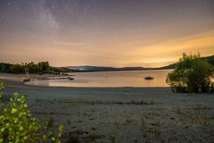 Sainte Croix sjö på natten Arkivfoton