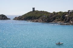 Sainte Lucie de Porto-Vecchio, παραλία, Pinarello, πύργος Genoese, Γαλλία, Ευρώπη, καλοκαίρι, ναυσιπλοΐα Στοκ Εικόνες