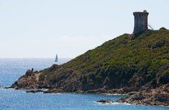 Sainte Lucie de Porto Vecchio, strand, Pinarello, Genoese torn, Frankrike, Europa, sommar som seglar Arkivfoton