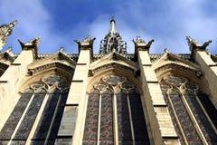 Sainten-Chapelle är ett kungligt kapell i den gotiska stilen av Paris Royaltyfri Bild