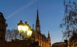Sainten-Chapelle är ett kungligt kapell i den gotiska stilen, inom den medeltida Palaisen de la Cit, Paris, Frankrike Arkivbild