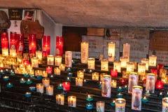 Saintes-Maries-de-la-Mer, bougies photographie stock libre de droits