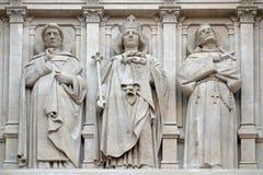 Saints Dominique, Louis et Francis d'Assisi, statue sur la fa?ade de l'?glise de St Augustine ? Paris photo libre de droits