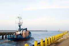 Sair do barco de pesca. Fotos de Stock