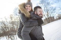 Saison d'hiver de deux amis Images stock