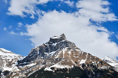 Saison de montagne de neige au printemps chez la Suisse Photo stock