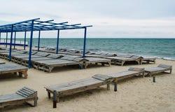 Saison morte sur une plage photos stock