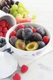 Saisonfrüchte und Beeren Stockbild