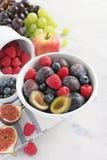 Saisonfrüchte und Beeren Lizenzfreies Stockfoto
