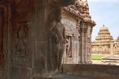 Saiva-dvara-pala auf dem links und dem sankhanidhi ein halb göttliches Sein, Osteingang, Virupaksha-Tempel, Pattadakal-Tempelkomp stockbild