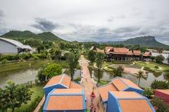 Saiyok område, Kanchanaburi landskap, Thailand på Juli 9,2017: Sikter från stadstorn av Mallika City, A 1905 D Stad av kultur och royaltyfri fotografi