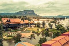 Saiyok område, Kanchanaburi landskap, Thailand på Juli 9,2017: Sikter från stadstorn av Mallika City, A 1905 D Stad av kultur och royaltyfria foton