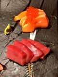 Saké et maguro japonais de sashimi Photographie stock