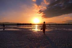 Saka zout meer in de zonsondergang, qinghaiprovincie in China Stock Afbeelding