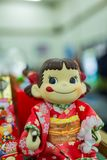 Sakai, Japón - 1 de marzo de 2018 - foto de la muñeca de piko-chan en Japa local fotos de archivo libres de regalías