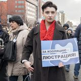 Sakharov perspektywa Polityczny wiec dla bezpłatnego interneta Młodość z politycznymi plakatami obrazy stock