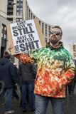Sakharov perspektywa Polityczny wiec dla bezpłatnego interneta Młodość z politycznymi plakatami obraz stock