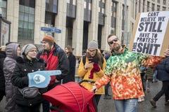 Sakharov perspektywa Polityczny wiec dla bezpłatnego interneta Młodość z politycznymi plakatami fotografia royalty free