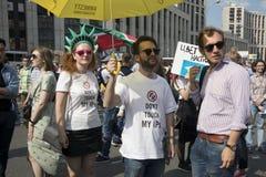 Sakharov perspektywa Polityczny wiec dla bezpłatnego interneta przeciw blokingu gona telegramowi, Młodość z politycznymi plakatam fotografia stock