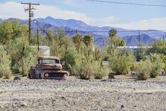 Sakkunnig övergiven bil på Tecopa arkivbild
