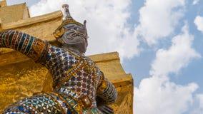 Sakkunniga av jättestatyn med elefantstammen Royaltyfri Bild