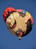 Sakkunniga formar ballongen för varm luft Arkivbild