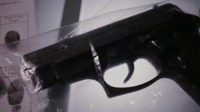 Sakkunskap för CSI ballistikvapen stock video