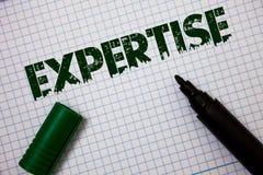 Sakkunskap för ordhandstiltext Affärsidé för sakkunnig expertis eller kunskap i meddelanden för idéer för en vishet för detaljfäl royaltyfri bild