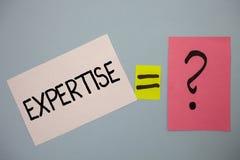 Sakkunskap för ordhandstiltext Affärsidé för sakkunnig expertis eller kunskap i meddelanden för idéer för en vishet för detaljfäl royaltyfri foto