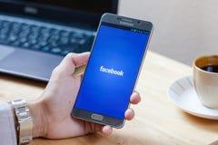 Sakon Nakhon THAILAND - Augusti 1,2017: Facebook är en online-soc Arkivfoton
